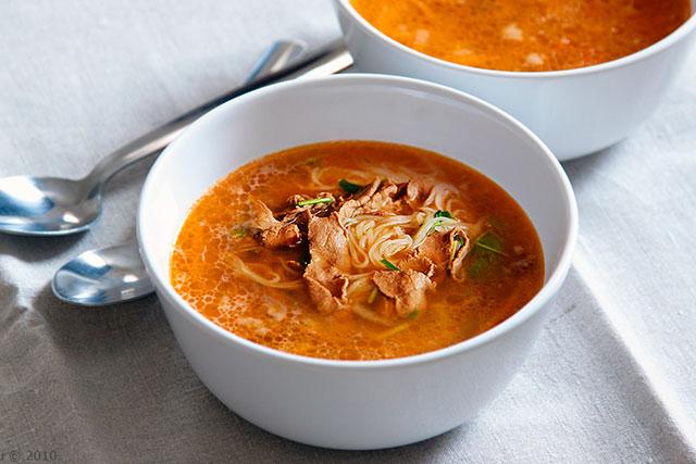 Когда солить суп из говядины