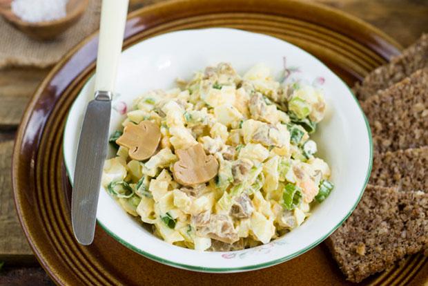 Рецепты салат с маринованными грибами и яйцами