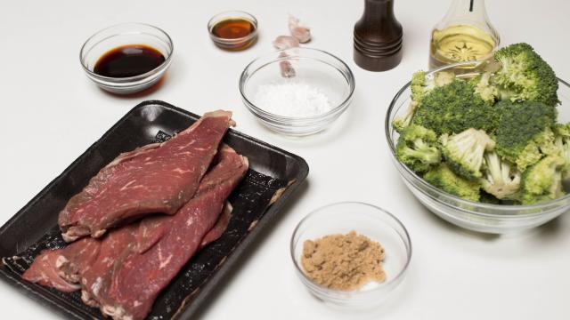 Ингредиенты для тушения говядины с брокколи