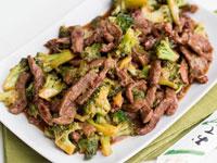 Тушеная говядина с брокколи
