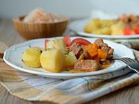 Мясо тушеная с картошкой в мультиварке