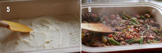 Положите картофельное пюре и фарш