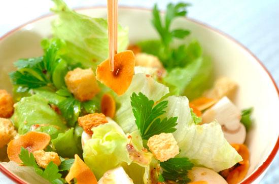 Салат с вешенками и сухариками рецепт