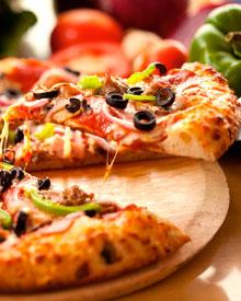 Пицца с грибами и маслинами