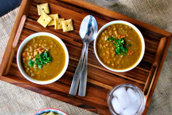 Чечевичный суп с овощами и зеленью
