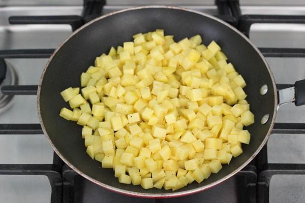 Картофель нарезанная кубиками