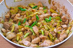 Как тушить свинину с овощами