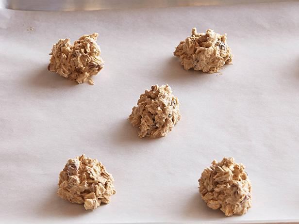 Овсяное печенье с изюмом и орехами рецепт