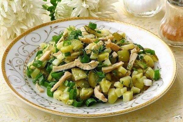 Салат с кальмарами и соленым огурцом