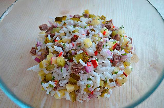 Мясной салат с рисом