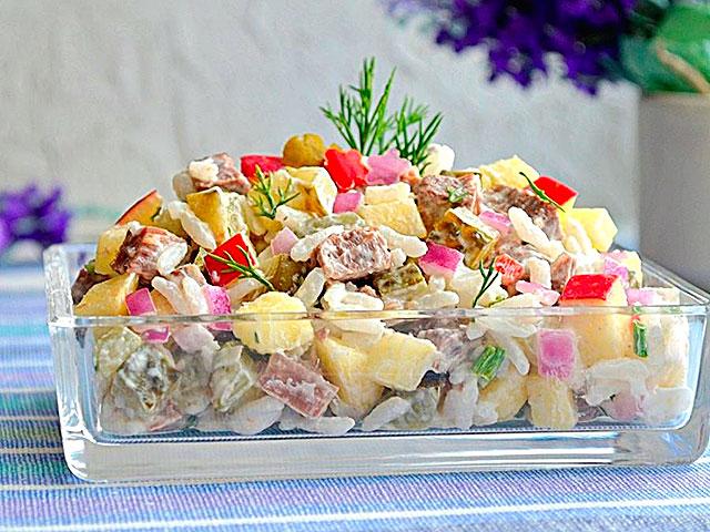 Витаминный салат из мяса и риса