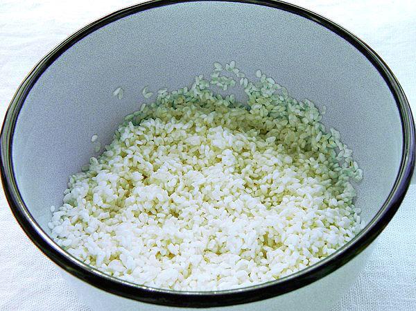 Промытый рис в воде