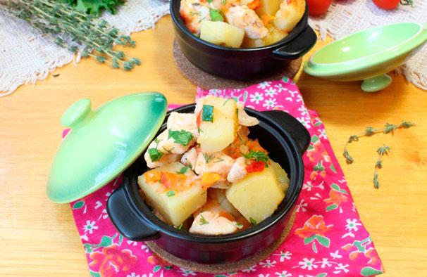 Картошка с курицей в горшочке фото
