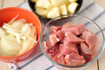 Ингредиенты для приготовления овощного рагу с мясом