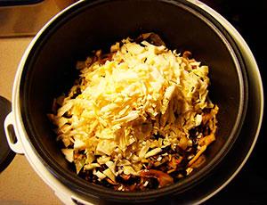 Как потушить капусту с грибами в мультиварке