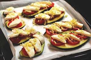 Баклажаны с помидорами под сыром