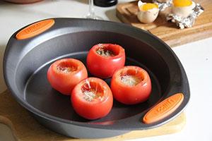 Фаршированные помидоры яйцом и сыром