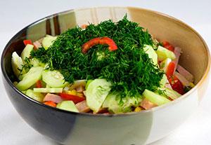 Вкусный салат из яиц и ветчины