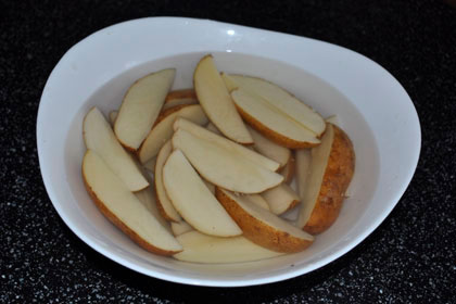 Запечённый картофель дольками