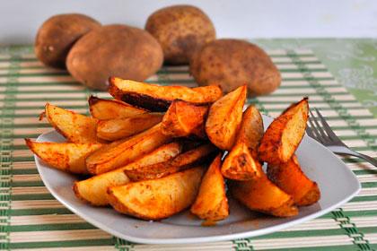 Запеченный картофель дольками фото