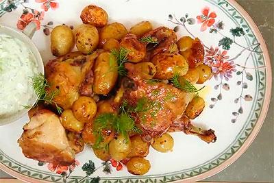 Запеченные куриные ножки с картошкой в рукаве