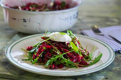 Свекольный салат с копченой рыбой