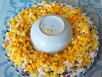 Праздничная закуска из курицы с кукурузой и огурцом