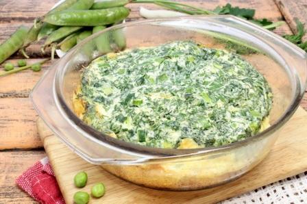 Пышный омлет с курицей и зеленью в духовке