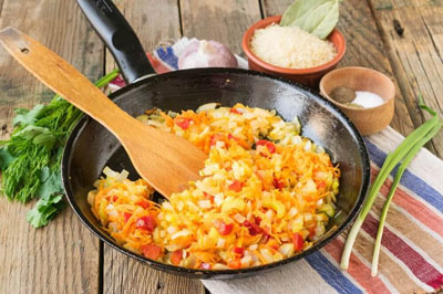 Пассированные овощи на сковородке