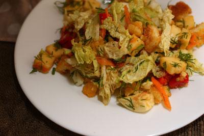 Овощной салат из пекинской капусты фото