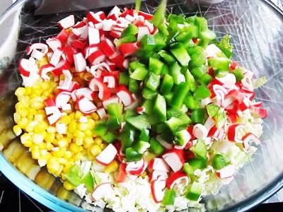Овощной салат из пекинской капусты со сладким перцем
