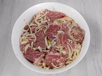 Маринованное мясо для шашлыка