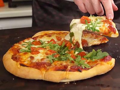 Домашняя пицца с копченой колбасой рецепт