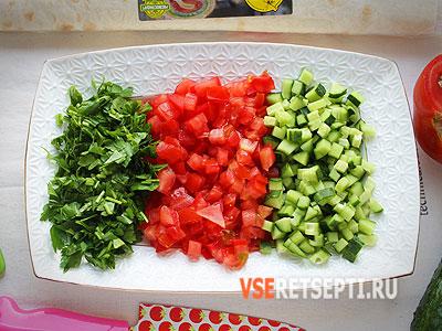 Нарезанные свежие овощи