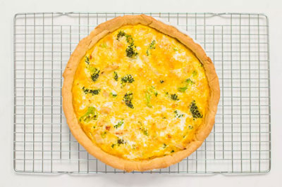 Открытый сырный пирог с брокколи и индейкой фото