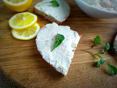 Рыбный паштет с хлебом