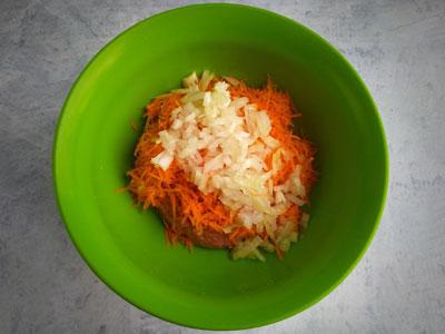 Фарш с луком и морковью