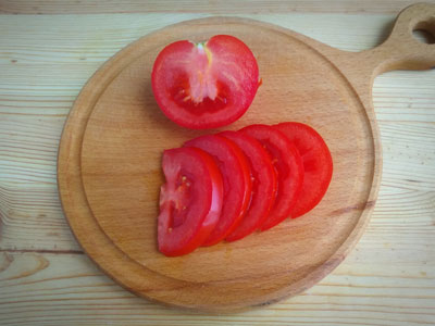Дольки помидора