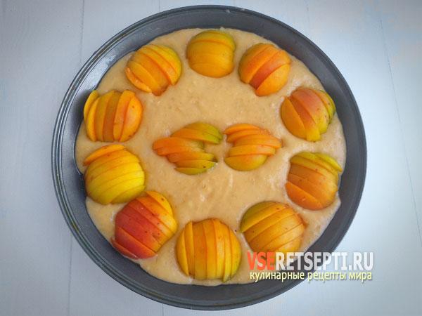 Пирог с абрикосами в форме для запекания